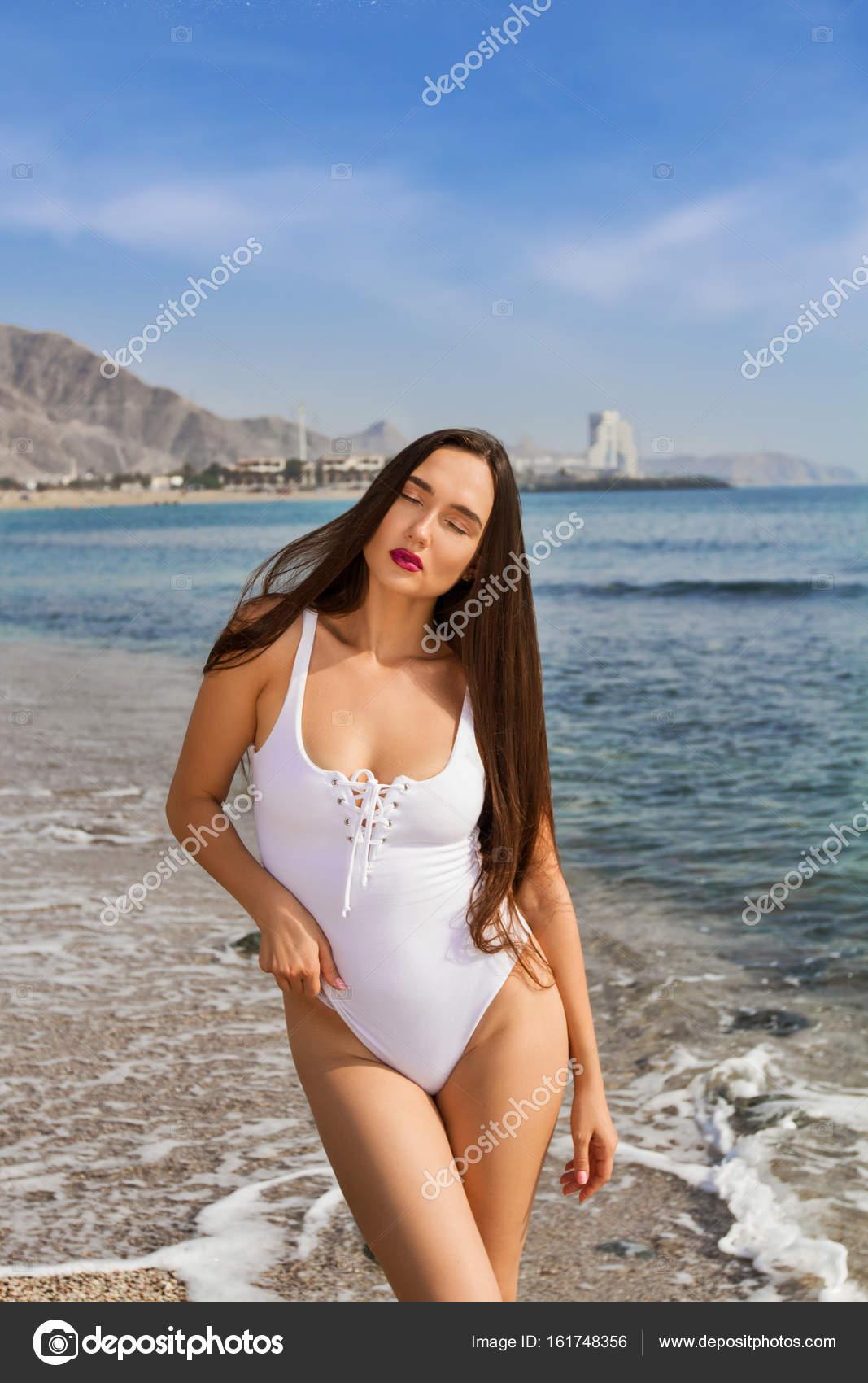 Сексуальный отдых девочек на пляже