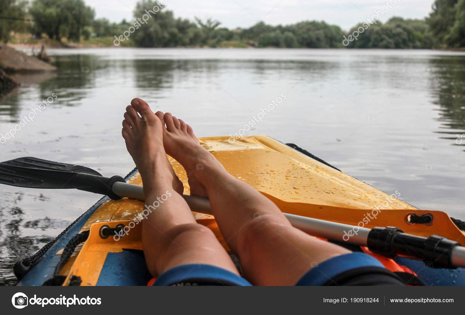 Mädchen Ist Entspannung Auf Boot Den Fluss Nahaufnahme Der Nackten