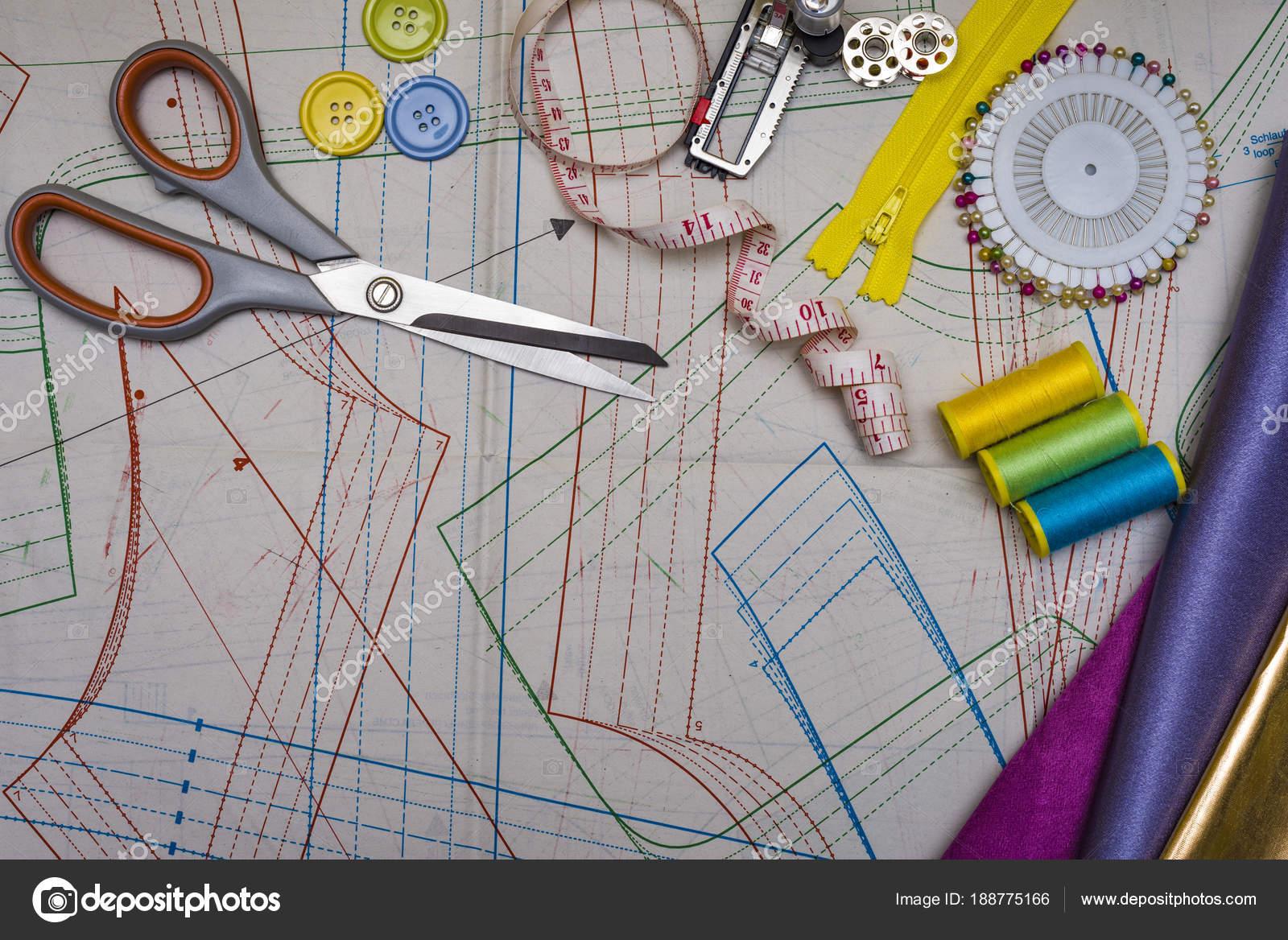 Muster schneiden und Nähen — Stockfoto © zilber42.gmail.com #188775166