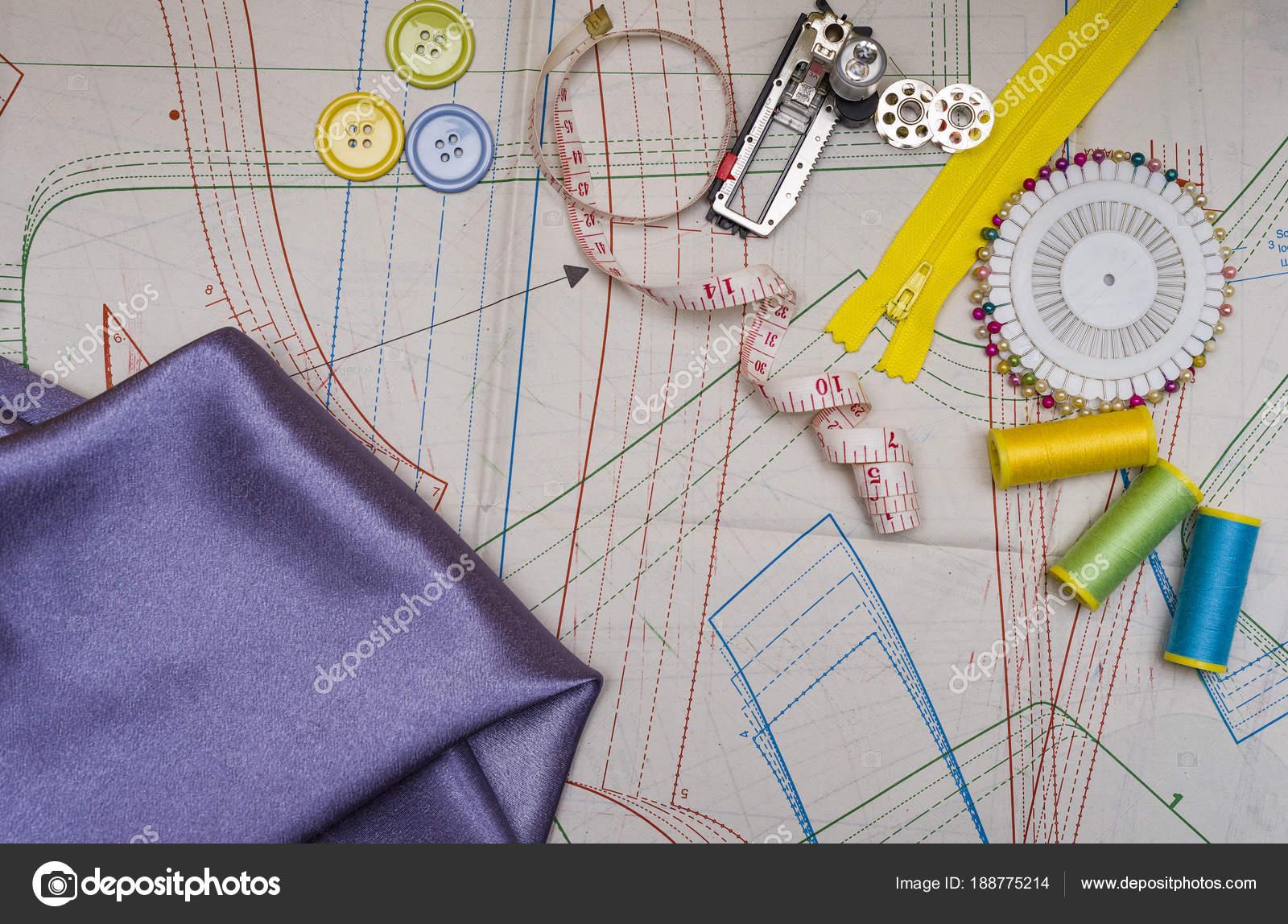 Muster schneiden und Nähen — Stockfoto © zilber42.gmail.com #188775214