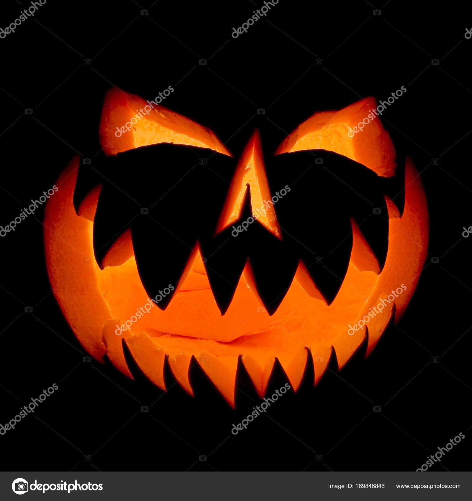 Gut bekannt Halloween Kürbis Gesicht Geist im Dunkeln leuchtend. — Stockfoto TG93