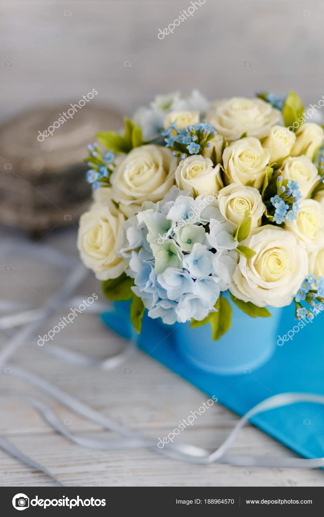 Addobbi Floreali Matrimonio Azzurro : Profumo primavera squisito fiori matrimonio bianco blu addobbi