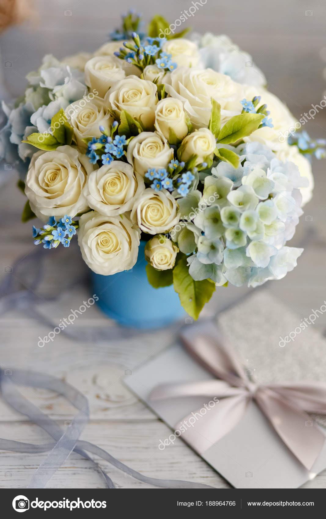 Matrimonio In Bianco : Profumo primavera squisito fiori matrimonio bianco blu addobbi