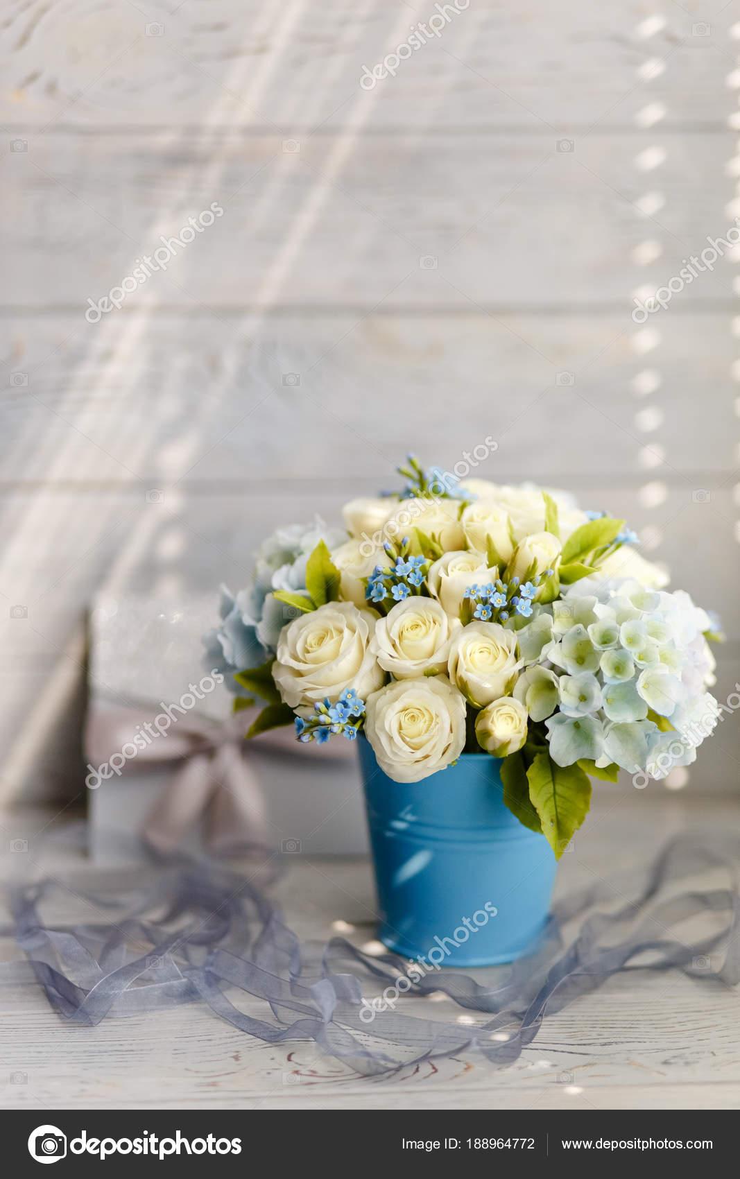 Addobbi Matrimonio Azzurro : Profumo primavera squisito fiori matrimonio bianco blu addobbi