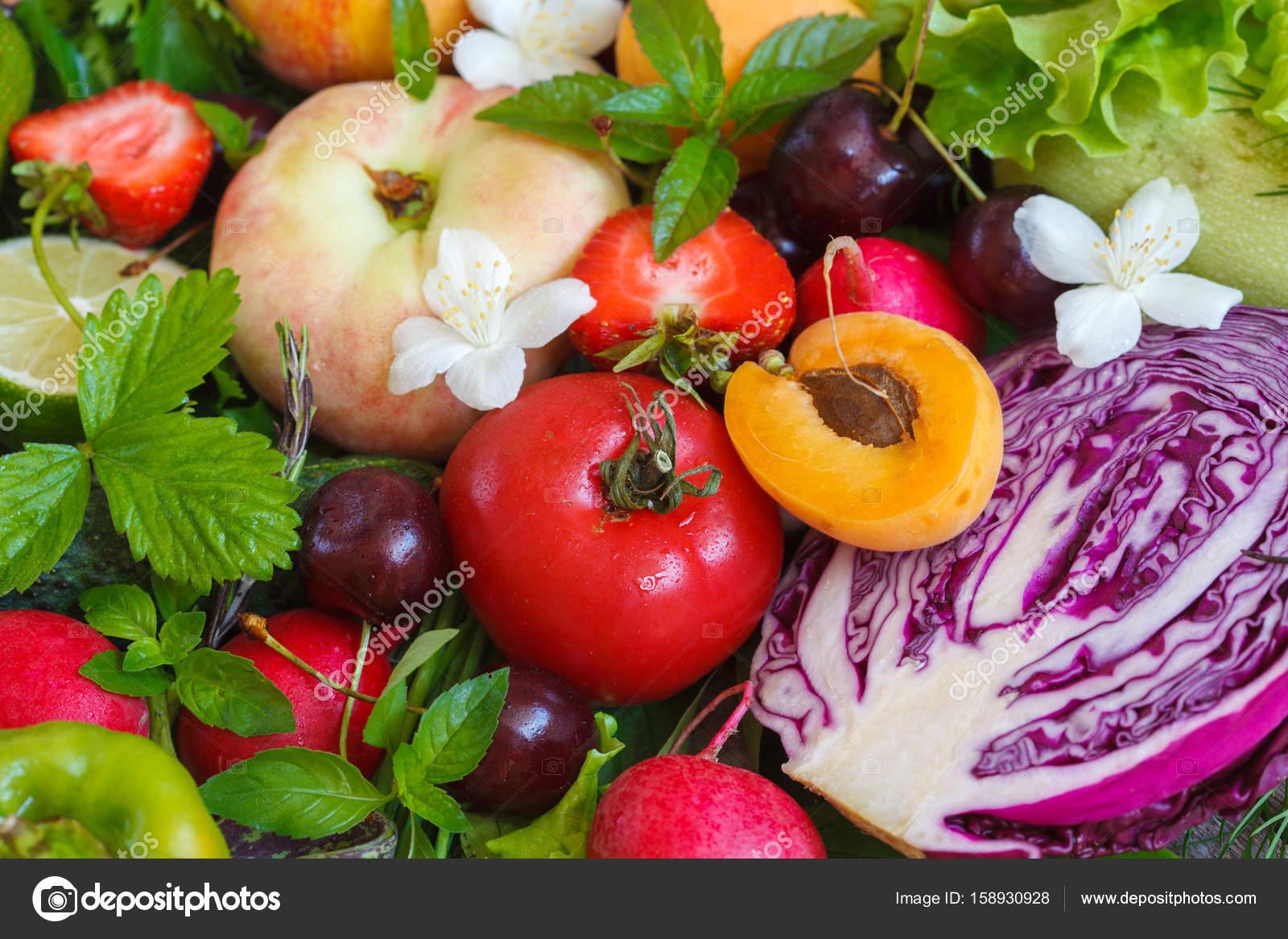 0ecf35fc755 Καλοκαιρινά φρούτα και λαχανικά — Φωτογραφία Αρχείου © vaaseenaa ...