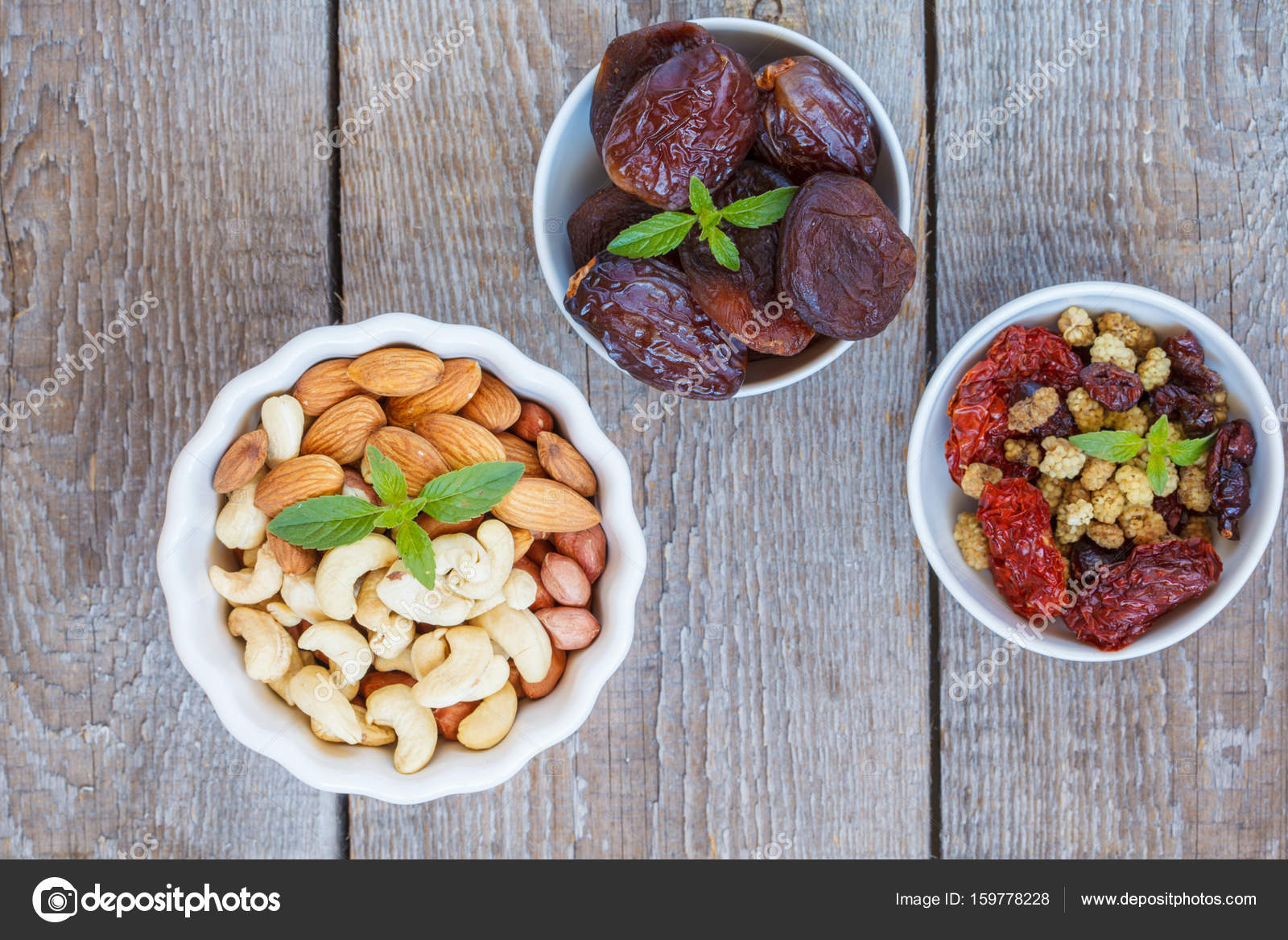 Different types of nuts and dried fruits  — Stock Photo