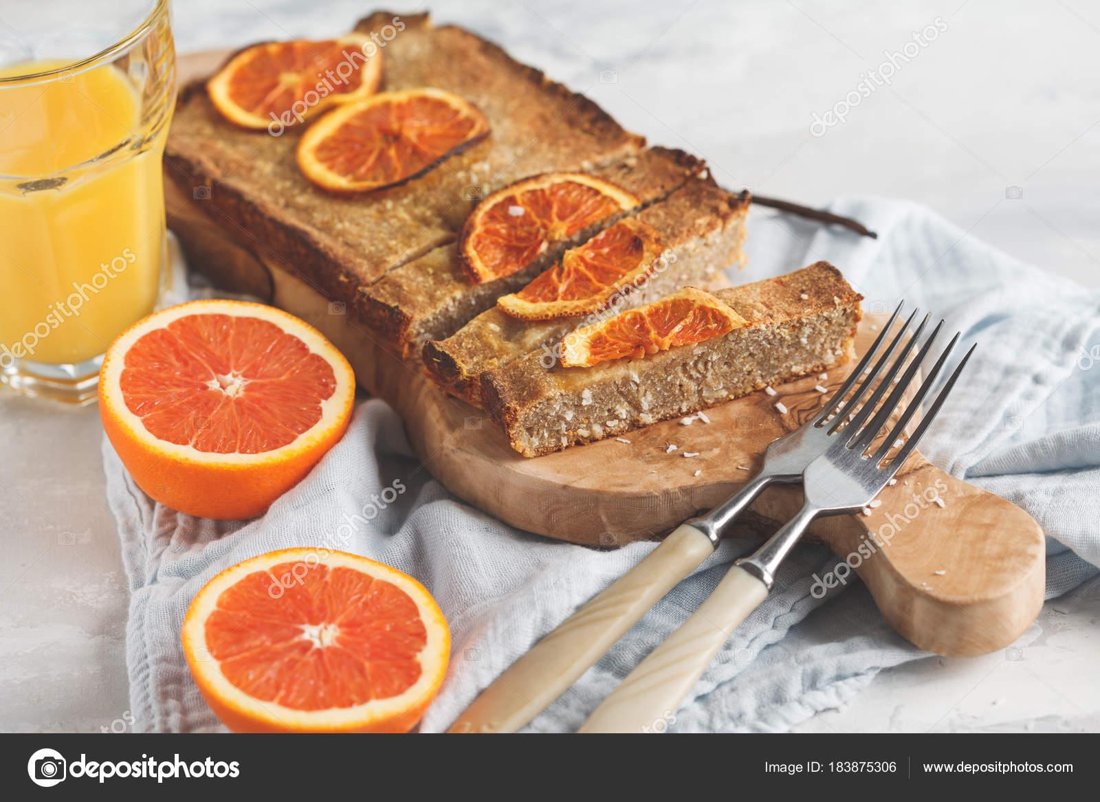 Gesunde Hausgemachte Vegane Orange Kuchen Mit Kokos Textfreiraum