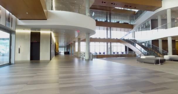 Podrobnosti o interiéru moderní kancelářské budovy