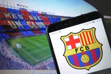 Konskie, Polonya - 11 Ocak 2020: Futbol Kulübü Barselona cep telefonu logosu