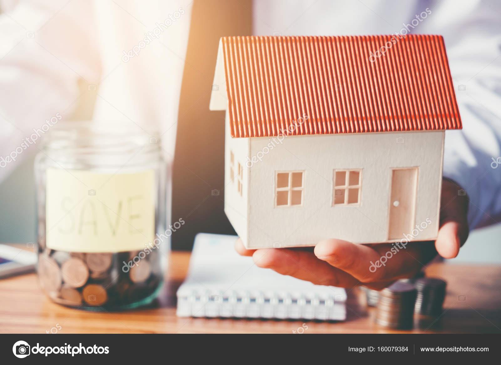Sparen Sie Geld für Zuhause Kosten — Stockfoto © Joykid #160079384