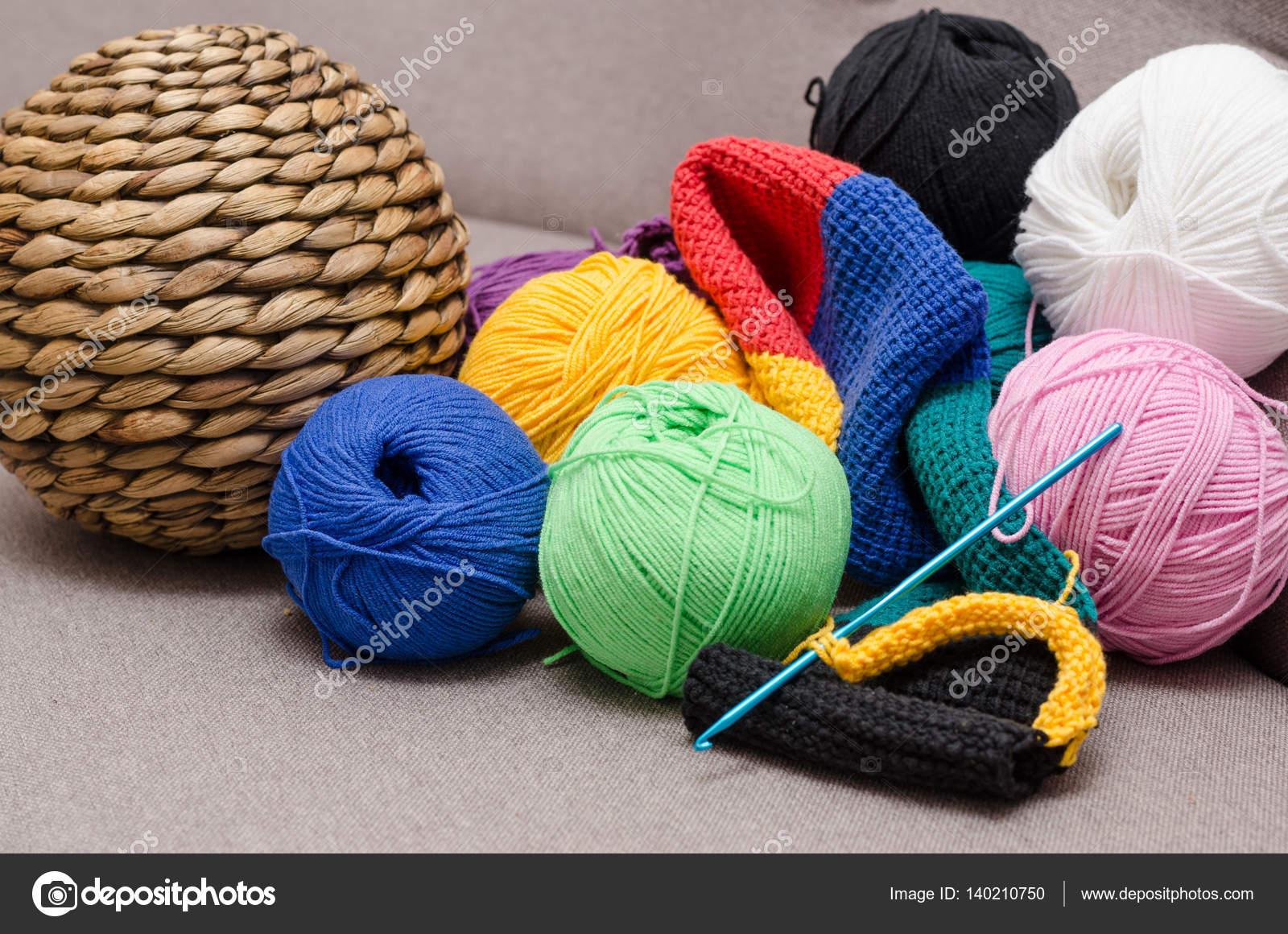 Bolas de colores del hilado. Colores del arco iris. Todos los ...
