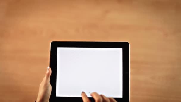 Felülnézet női kezek rajz dot dot felkiáltójel szimbólum a digitális tábla