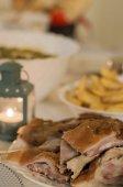 Étel ital fél étel ital koncepció. a táblázat teljes házi készítésű élelmiszer. Élelmiszer tábla finom ételt készít koncepció konyha