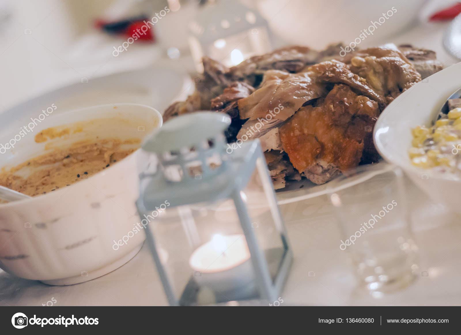 Essen Tisch köstliche Mahlzeiten zubereiten Küche Konzept. Freunden ...