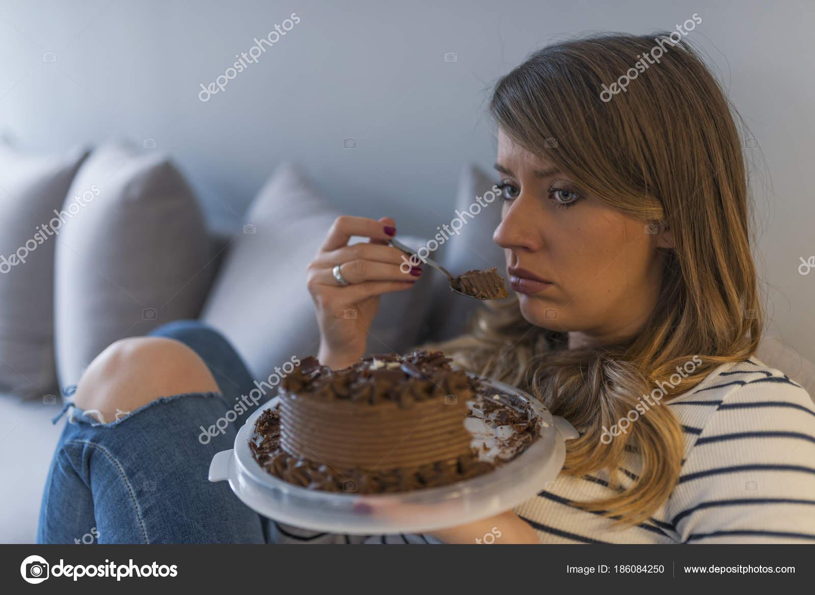 Depressive Frau Isst Kuchen Traurige Ungluckliche Kuchen Essen