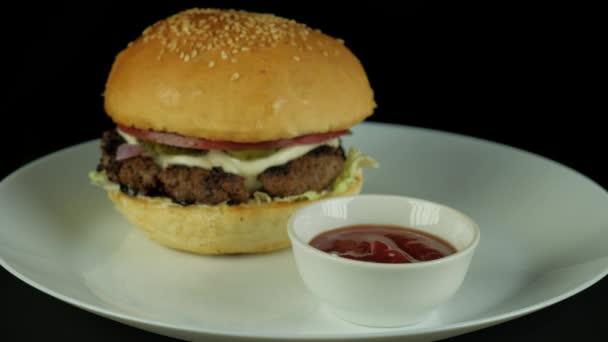čerstvě připravený Burger na večeři