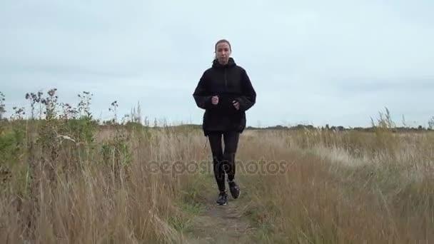 Morgens joggen attraktive junge Blondine