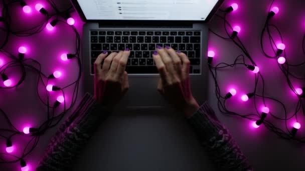 Karácsonyi laptop gépelés