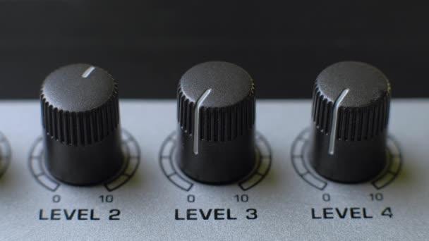 Professzionális hangmérnök kiegyensúlyozó térfogata audio bemenetek digitális audio mixer