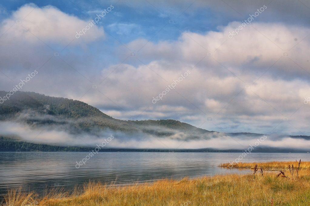 アンガラ川。夏。朝 — ストック...