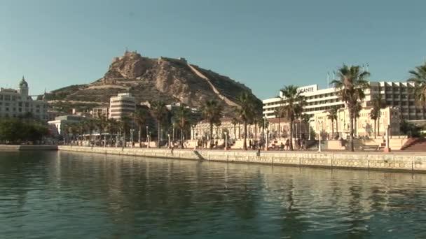 Nad mariňákem v přístavu Alicante