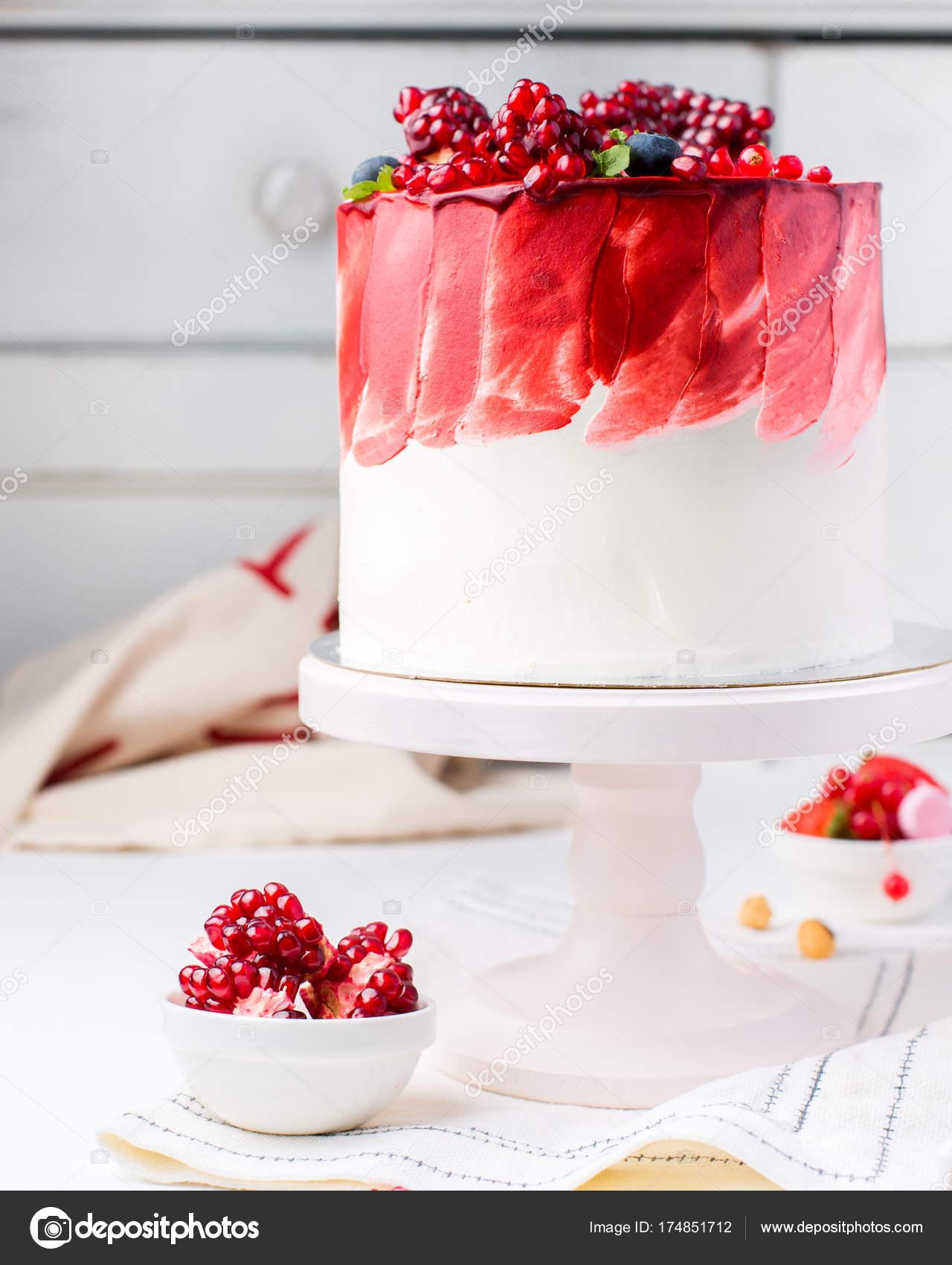 Ein Schoner Schokolade Kuchen Mit Kase Sahne Baiser Schokolade Und