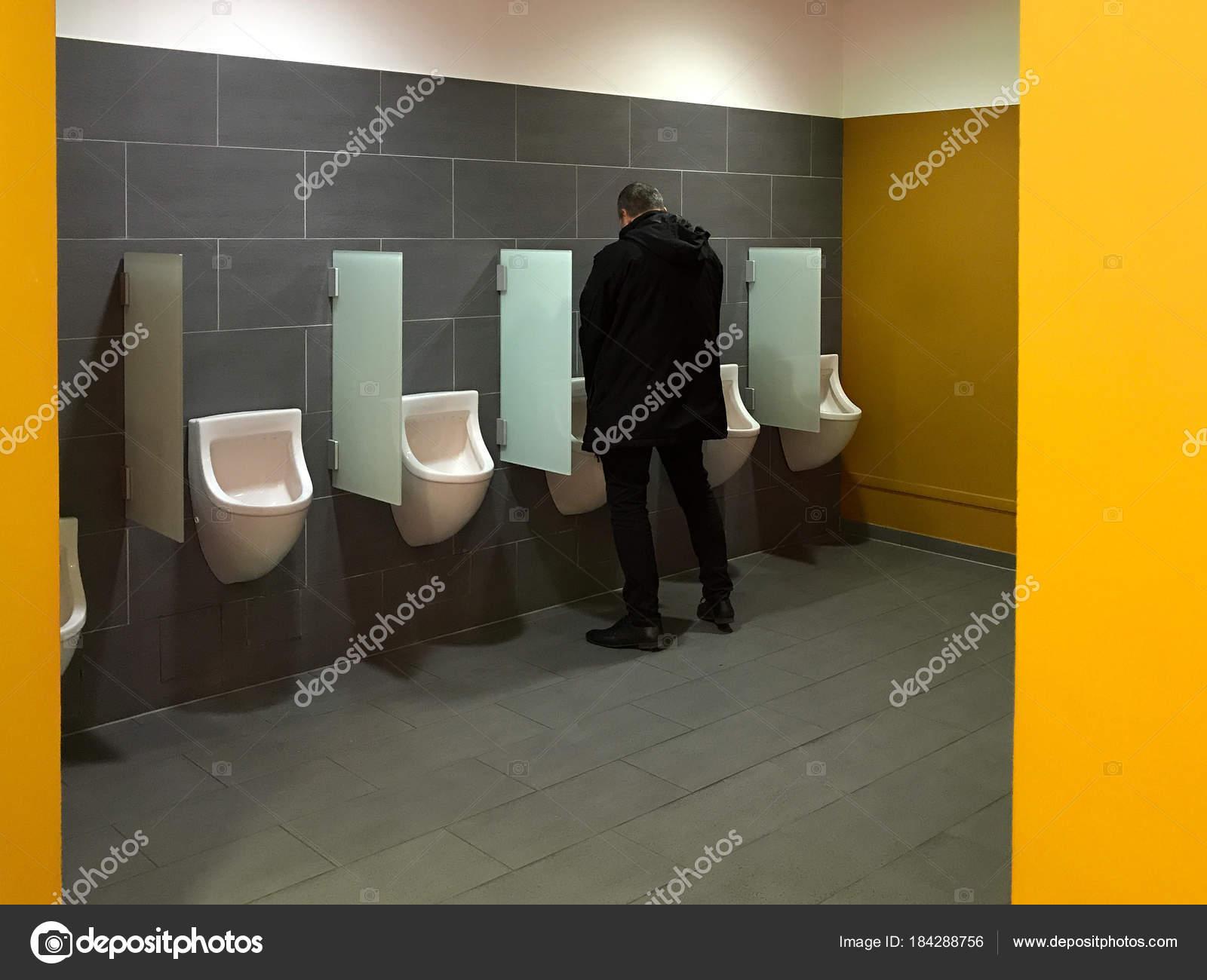 мужчины таких как мужчины писать в туалете расскажет себе, своих