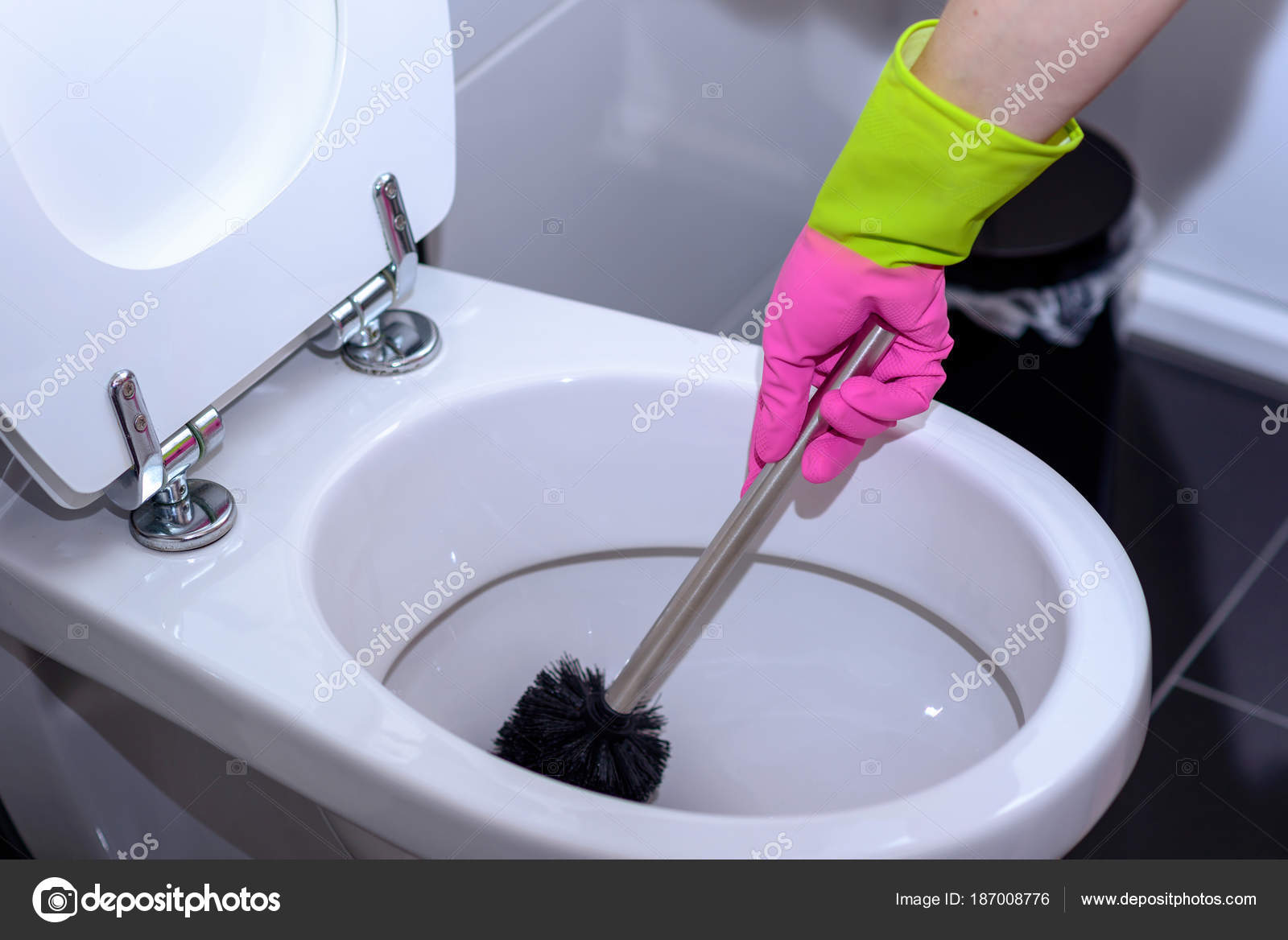 Woman in pink gloves cleaning the toilet — Stock Photo © info ...
