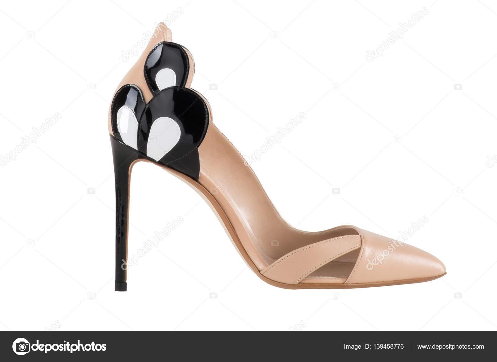 90e38c5a60c91 Zapatos de mujer sobre un fondo blanco. calzado Premium. Zapatos italianos  marca - zapatos italianos marcas mujer — Foto de ...