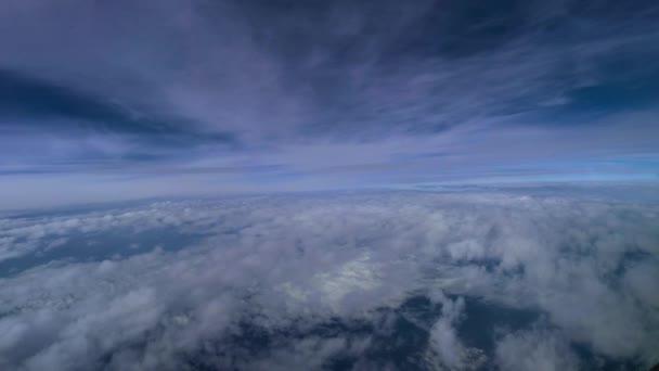 létání mezi mraky