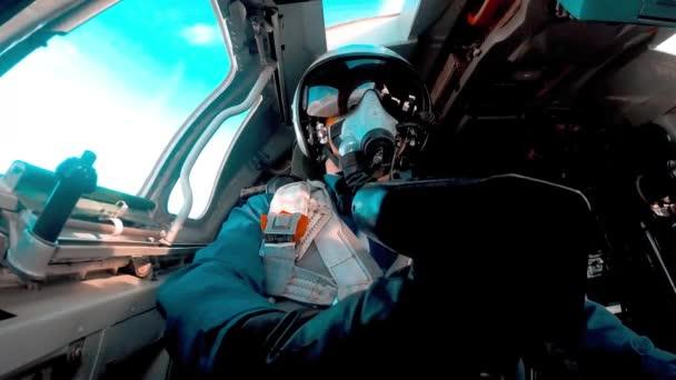 Pilot im Cockpit bei Kehrtwende