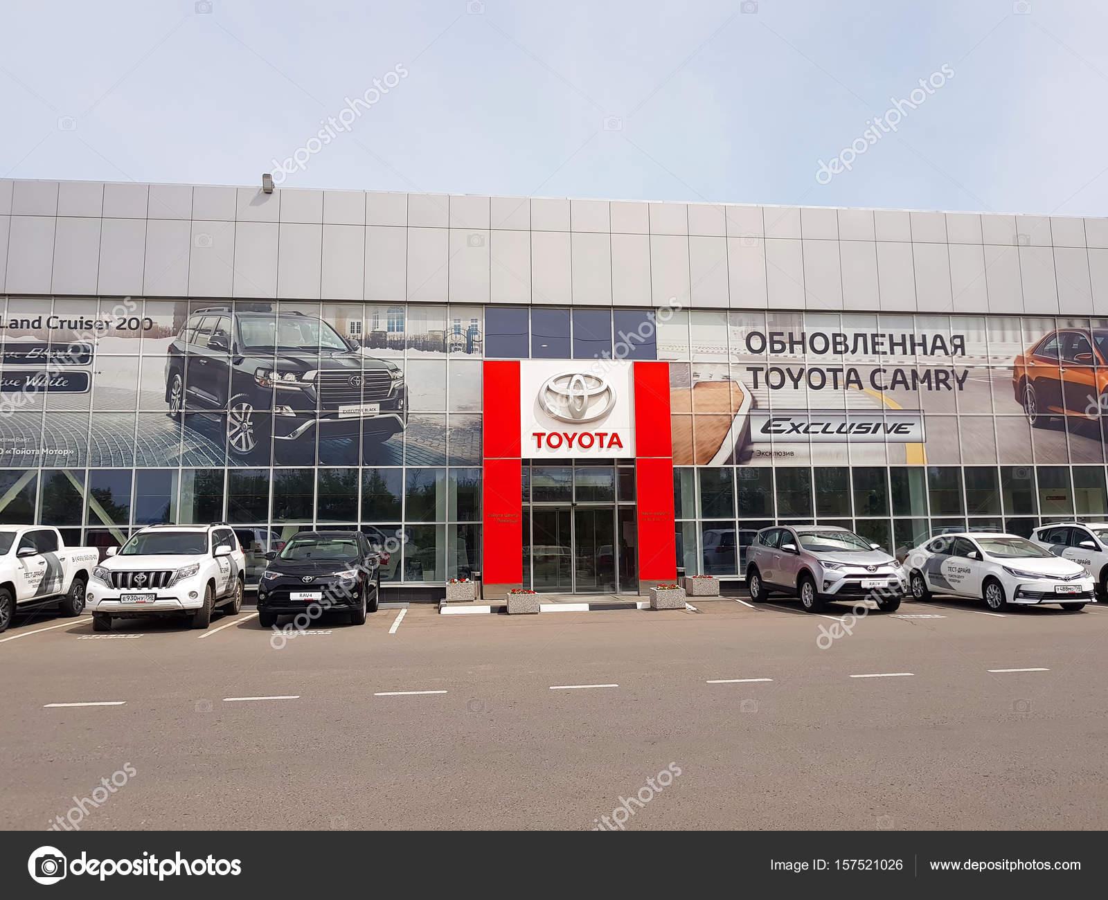 Россия, Москва, июня 2017 года. Автоцентр Toyota. Вид снаружи — Фото автора  asobov 09e199bb4f5