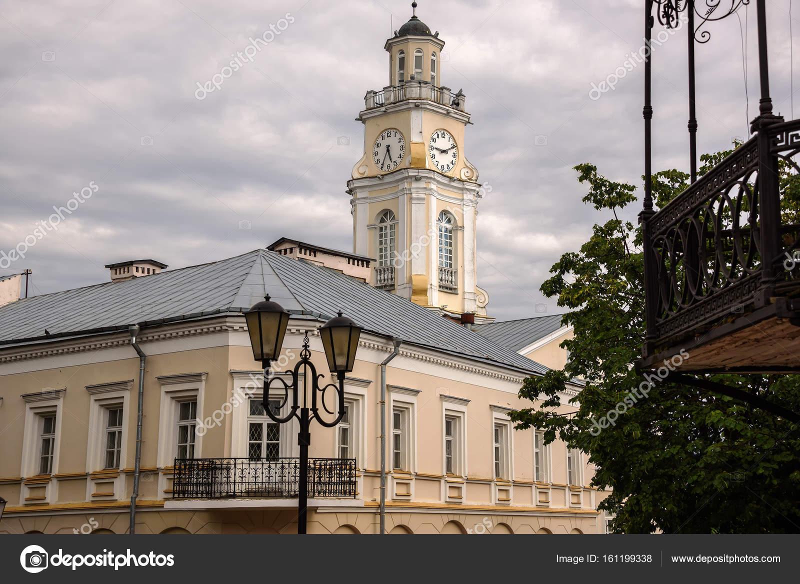 古い家やヴィチェプスクの時計塔...