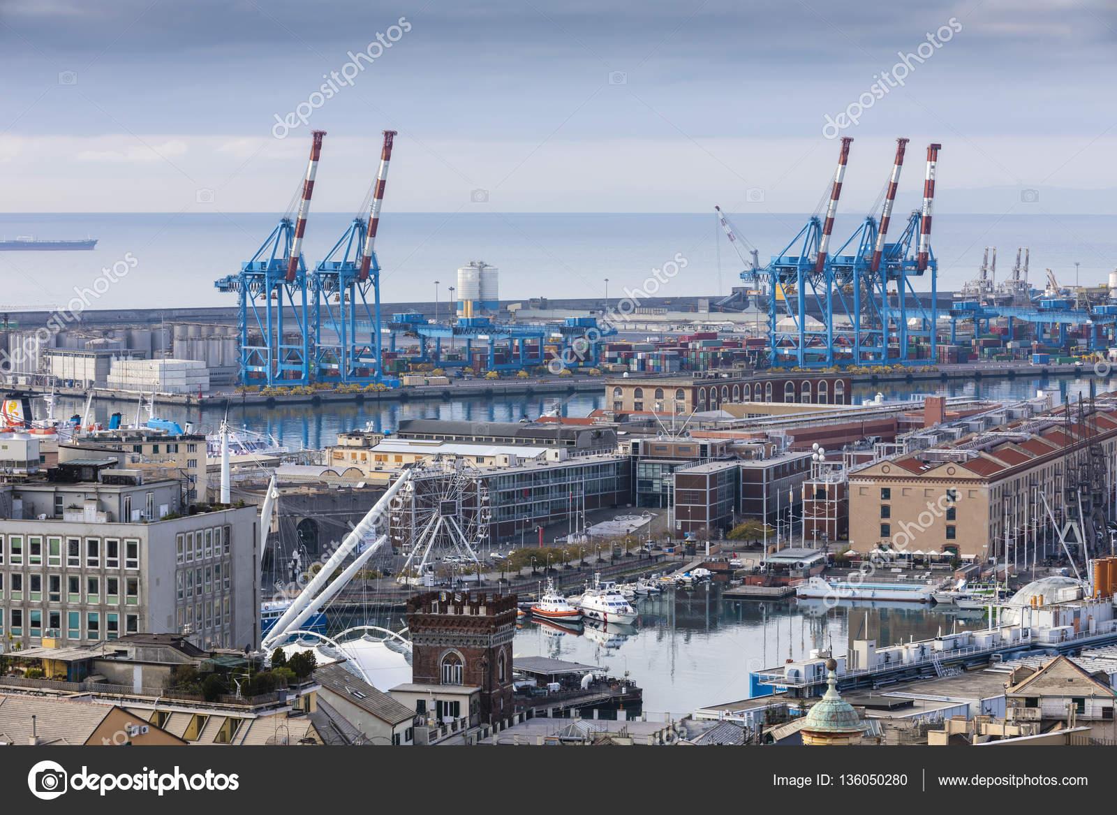 イタリアのジェノバ港 - ストッ...