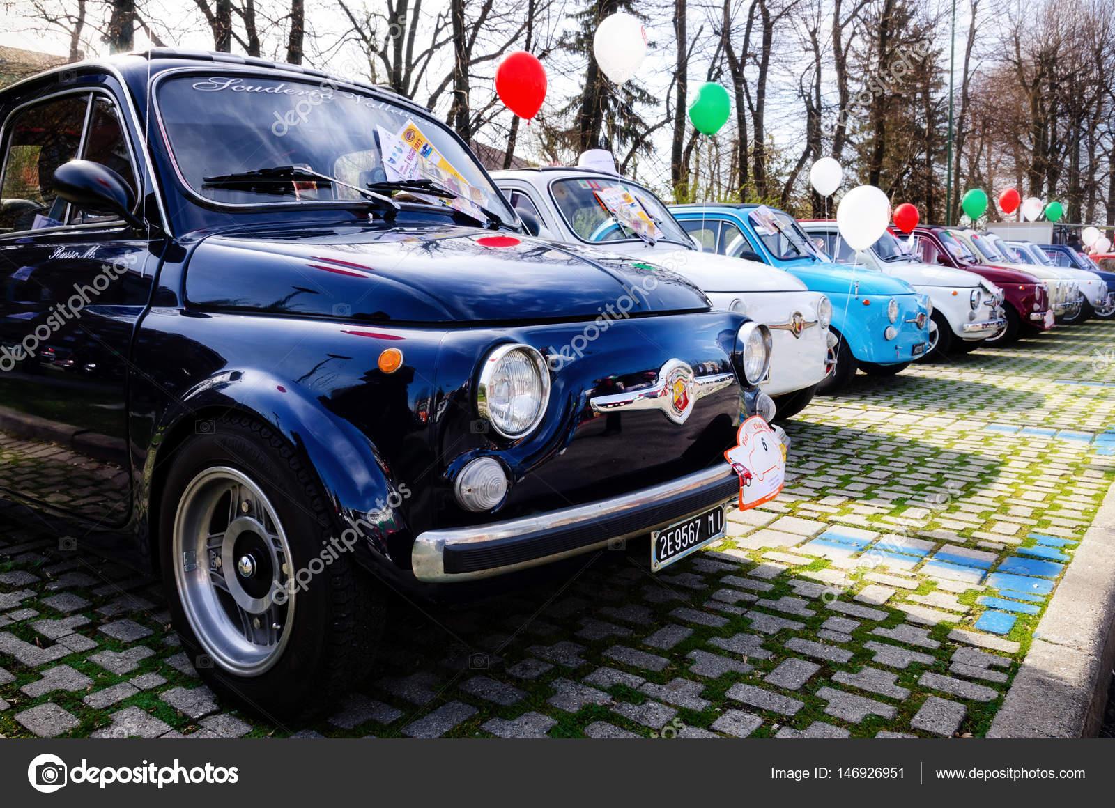 Raduno di auto d 39 epoca fiat 500 foto editoriale stock for Piani di fattoria d epoca