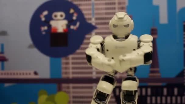 Novosibirsk / Oroszország - február 17 2018. Corporation robotok. A robot tánc. Robotika modern technológia. Mesterséges intelligencia. Kibernetikai rendszerek ma. HD