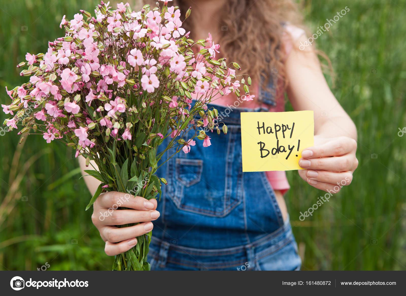 Carte De Joyeux Anniversaire Et Bouquet De Fleurs Roses