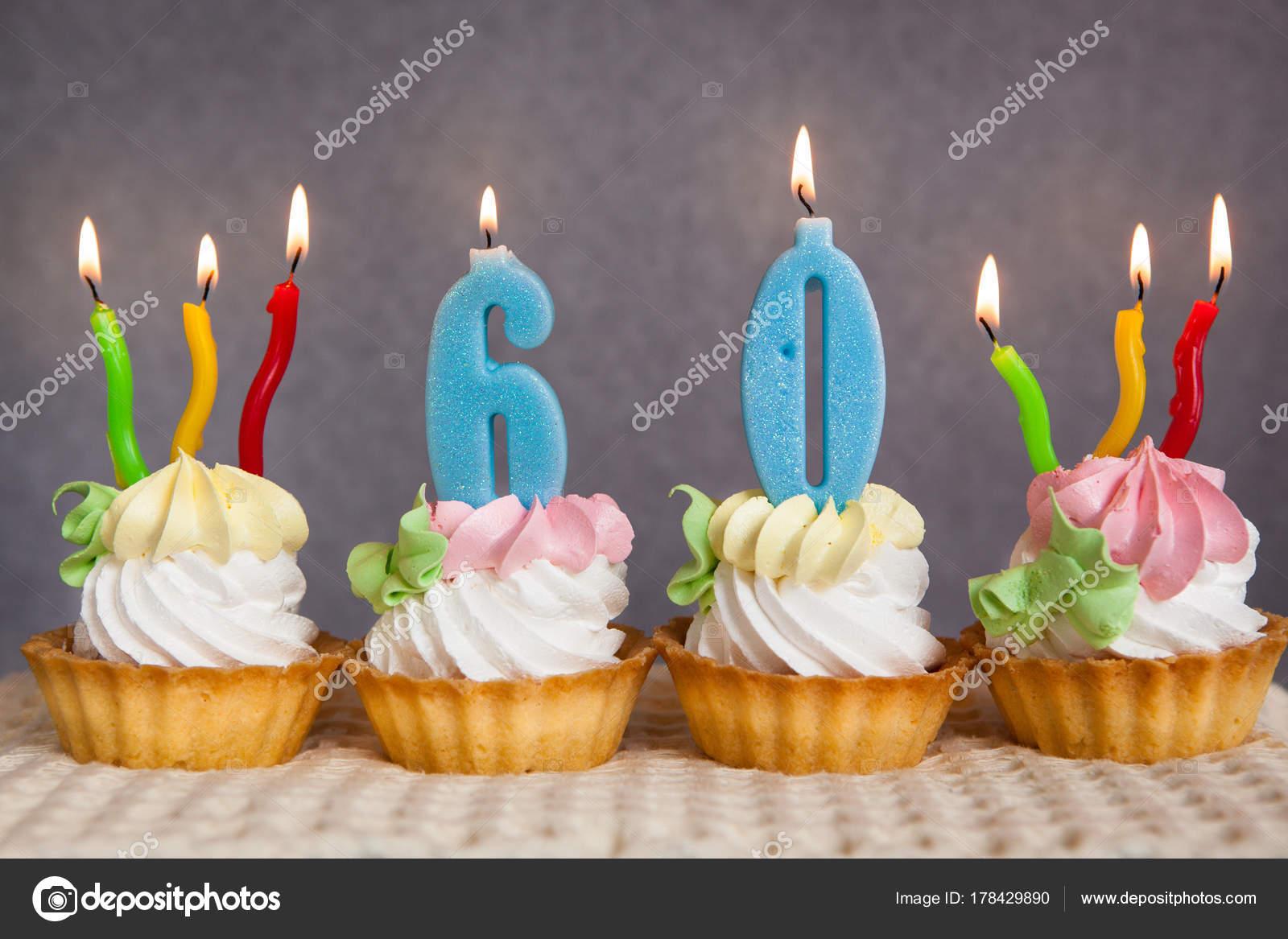 Glucklich Geburtstag Kuchen Und Blauen Zahlen Kerzen Auf Grauem