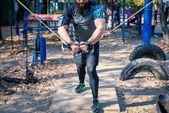 Silný muž během silový trénink