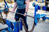 Mužské sportovce školení s váhami