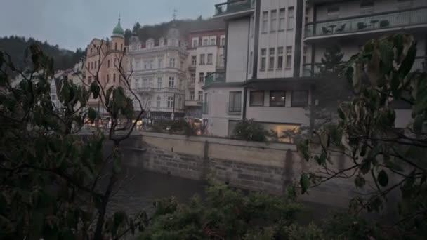 Večerní město Karlovy Vary