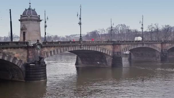 Mosty na řekách