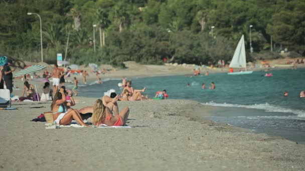Голые на пляже фото - пляжные девушки