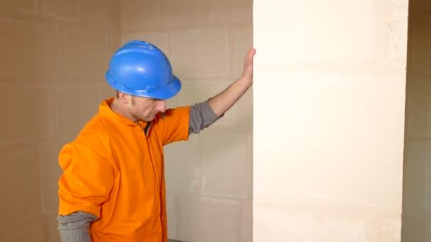 Fiatal konstruktor a falat szint ellenőrzés