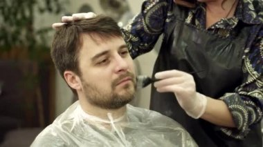 Barber shave and modeling beard at the hair salon — Stock Video ...