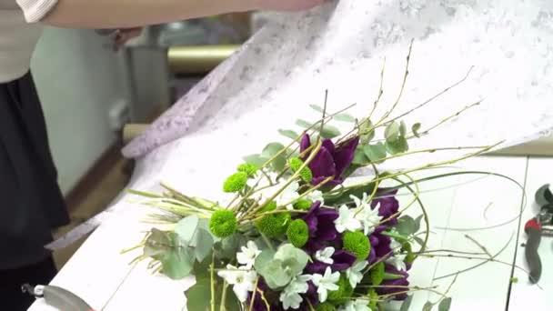 Blumengeschaft Bereitet Die Blume Geschenkpapier Fur Den