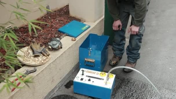 Zařízení pro čištění, kontrolu těsnosti potrubí a zvedáky COMVAC II