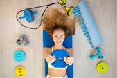 Dívka s příslušenství typu fitness