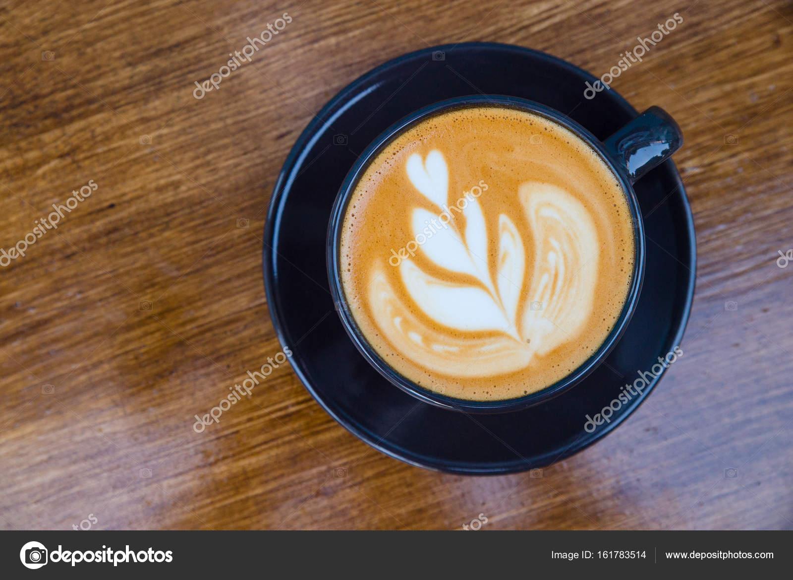 Cappuccino in una tazza sul tavolo u2014 foto stock © ikerby36.gmail.com
