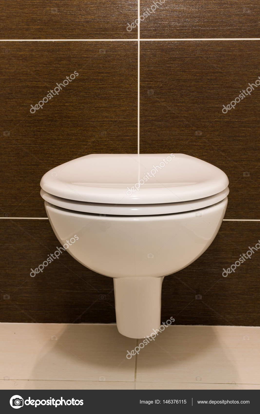 Siège de toilette moderne — Photographie FotoStraka © #146376115